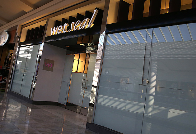 Teen Apparel Retailer Wet Seal To Shutter Over 300 Stores, Lay Off Nearly 3700