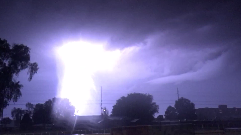 check out scary lightning tree over boise watch